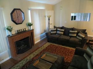 920 W Lamark Ln, Anaheim, CA 92802