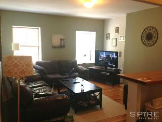 319 1st Ave #3F, New York, NY 10003