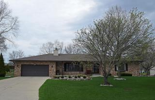 3875 South White Drive, New Berlin WI