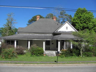 17 Holmesville Ave, Baxley, GA 31513