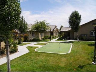4015 Scenic River Ln, Bakersfield, CA 93308