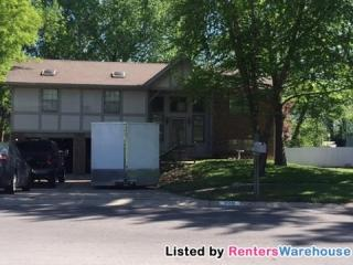 325 Oak Hill St, Lansing, KS 66043