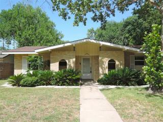8212 Renton Dr, Austin, TX 78757
