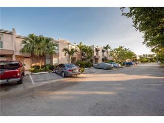 672 Kensington Place #4B, Wilton Manors FL