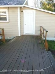 1750 Maple St, North Bend, OR 97459
