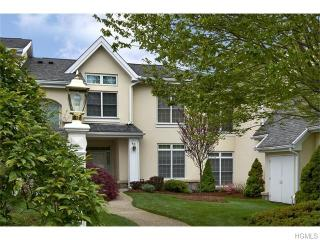 43 Arrowwood Cir, Rye Brook, NY 10573