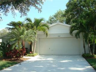 4888 Oak Run Dr, Sarasota, FL 34243