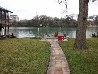 418 Isle Of View Dr, McQueeney, TX 78123