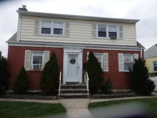 156 Cornwell Ave, Williston Park, NY 11596