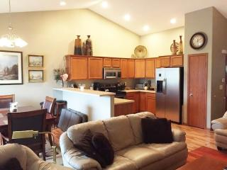 1525 Hunters Creek Way, Marion, IA 52302