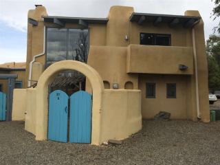 311 Saavedra, Taos NM
