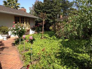 850 E Greenwich Pl, Palo Alto, CA 94303
