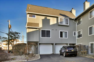 5 Island View Way, Sea Bright, NJ 07760