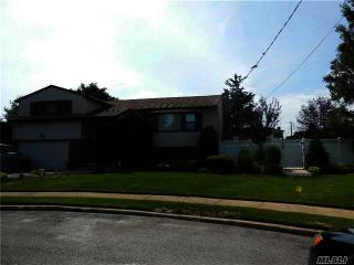 20 Lake Ct, Massapequa, NY 11758