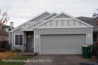 877 SW 24th St, Troutdale, OR 97060