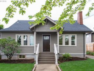 1604 Southeast Pardee Street, Portland OR