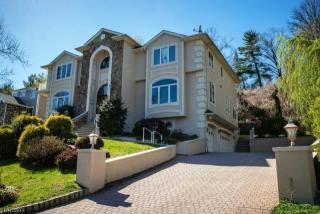 1000 Sunny Slope Dr, Mountainside, NJ 07092
