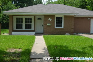 305 Highland Dr, Hitchcock, TX 77563