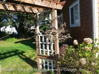 1642 30th St, Florence, OR 97439