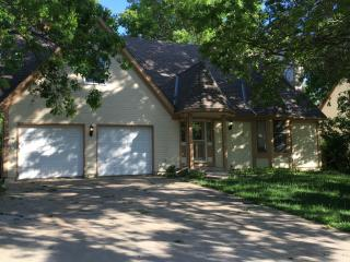 117 Willow Dr, Lansing, KS 66043