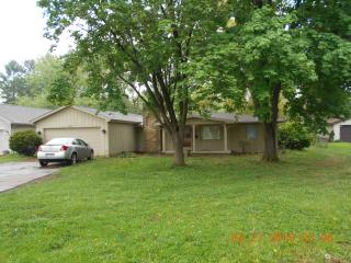 3219 Sycamore Dr, Columbus, IN 47203
