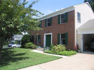 1 Teaneck Ct, Lutherville-Timonium, MD 21093