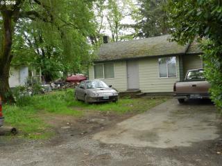 8252 Southeast Sherrett Street, Portland OR
