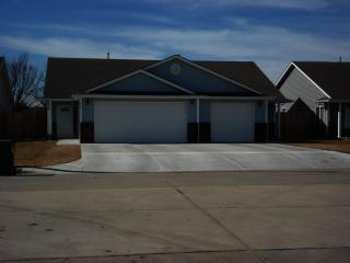841 N Redbud Ave, Valley Center, KS 67147