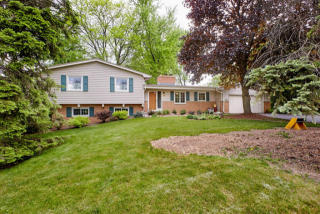 3025 Pilgrim Road, Brookfield WI
