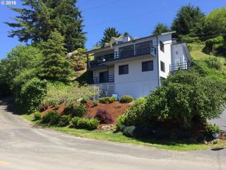 490 Broadway Avenue, Winchester Bay OR