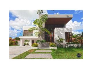 121 Buttonwood Drive, Key Biscayne FL