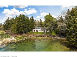 181 Scraggle Point Road, Spruce Head ME