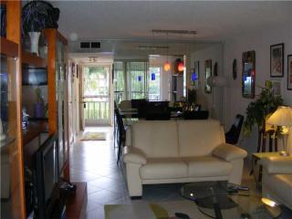 6935 Huntington Lane #206, Delray Beach FL
