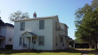 407 1/2 E 5th St, Concordia, KS 66901