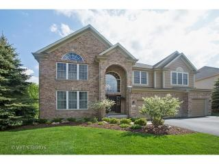 2 Sherwood Court, Lake in the Hills IL