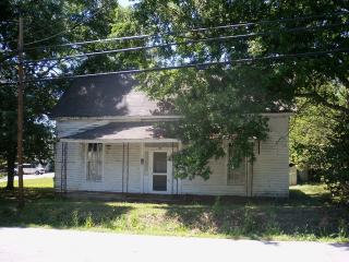 146 South Jackson Street, Hartwell GA