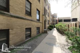 525 W Barry Ave, Chicago, IL 60657