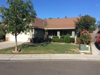 5437 Silvervale Ct, Riverbank, CA 95367