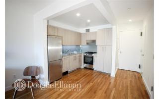 101 W 15th St #207, New York, NY 10011