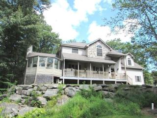 139 W End Dr, Lords Valley, PA 18428