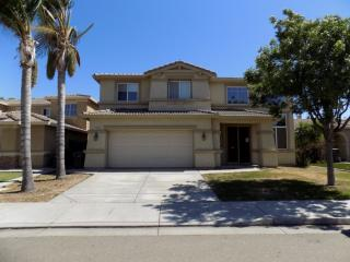 2102 Golden Gate Dr, Tracy, CA 95377
