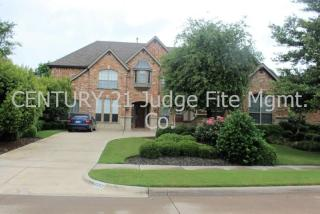 2592 Waters Edge Dr, Grand Prairie, TX 75054