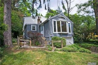 32 Bankside Drive, Centerport NY