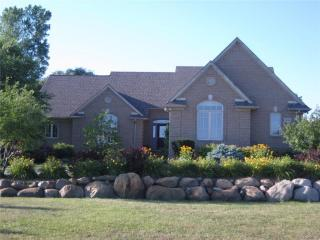 2644 Stoney Creek Rd, Oakland, MI 48363