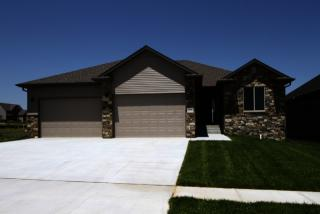 3110 Whispering Wind Blvd, Lincoln, NE 68516