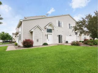 8628 Savanna Oaks Bay #J, Woodbury MN