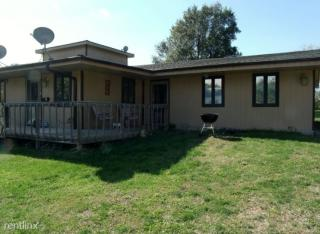 700 W 11th St #4, Horton, KS 66439