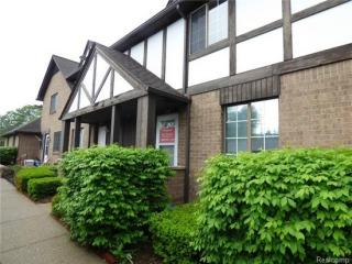 1119 Indianwood Trl, Walled Lake, MI 48390