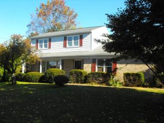 1326 Greenbriar Rd, York, PA 17404