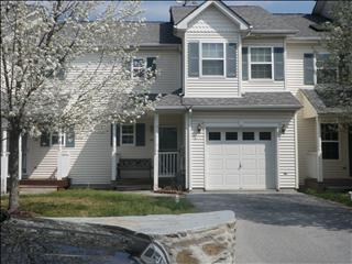 162 Pinebrook Dr, Hyde Park, NY 12538